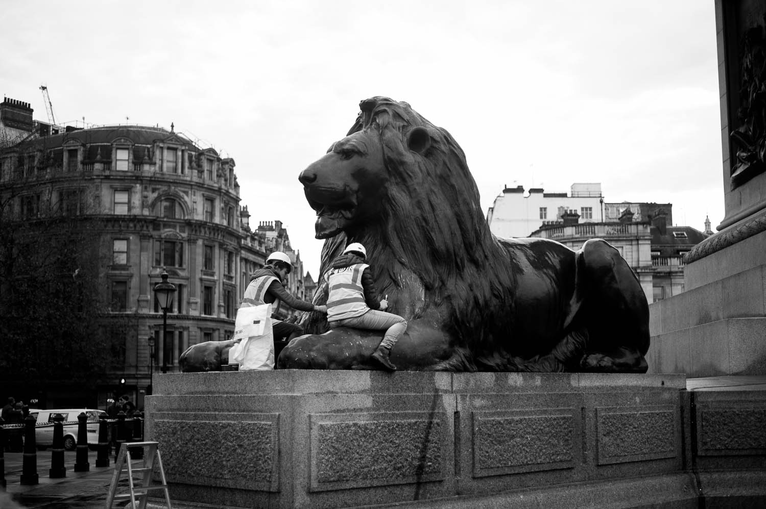 Workers scrub Lion statues clean in London
